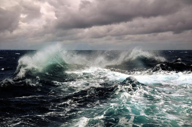 storms-waves-spray-water-foam-ocean-sky-clouds-nature